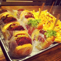 Photo taken at Shake Shack | شيك شاك by Manea A. on 8/19/2012