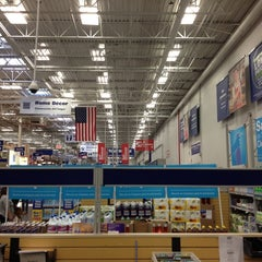 Photo taken at Lowe's Home Improvement by Jeffrey S. on 4/5/2012
