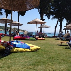 Photo taken at Babylon Çeşme by Serkan Ü. on 7/22/2012