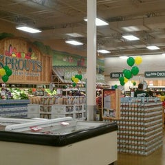 Photo taken at Sprouts Farmers Market by Gen w. on 2/9/2012