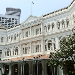 Photo taken at Raffles Hotel by Akira Y. on 10/14/2011