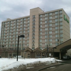 Photo taken at Holiday Inn Portland-By The Bay by Jeff C. on 2/7/2011