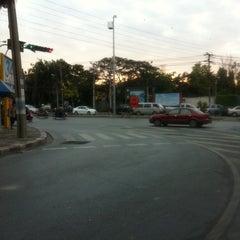 Photo taken at แยกพัฒนาการ (Phatthanakan Intersection) by wiboon on 3/18/2011