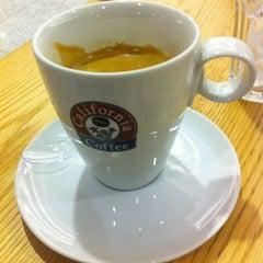 Photo taken at California Coffee by Filipe B. on 5/8/2012