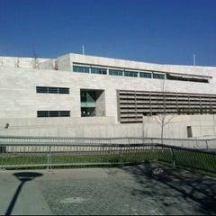 Photo taken at Juzgado de Policía Local de Vitacura by LeY on 6/10/2011