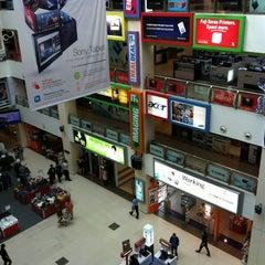 Photo taken at Funan DigitaLife Mall by Dönałd ʕ •ᴥ•ʔ on 11/17/2011