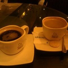 Photo taken at de`EXCELSO by Ekhzani A. on 2/11/2012