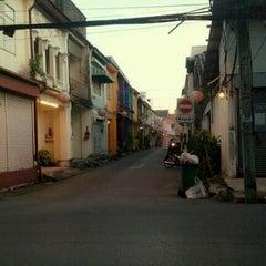Photo taken at โรงเรียนพุทธมงคลนิมิตร (Phutthamongkolnimit School) by คนธรรมดๅ น. on 7/26/2012