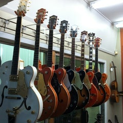 Photo taken at Austin Vintage Guitars by Matt N. on 4/12/2012