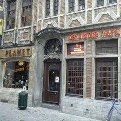 Photo taken at Delirium Café by Roberto F. on 6/5/2012