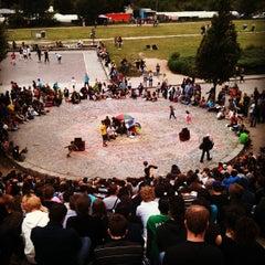 Photo taken at Sonntagskaraoke im Mauerpark by Luci W. on 8/26/2012