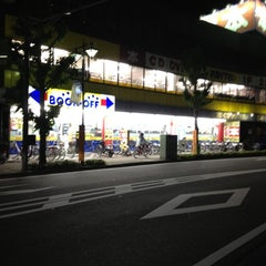 Photo taken at BOOKOFF 本厚木駅前大通り店 by MAYUKI on 5/23/2012
