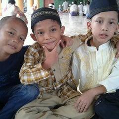 Photo taken at Mesjid Perjuangan 45 by Angga Rahmatul H. on 11/25/2011