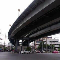Photo taken at แยกท่าพระ (Tha Phra Intersection) by kader 9. on 8/15/2012