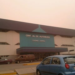 Photo taken at Central de Autobuses by Luis A. on 4/14/2012