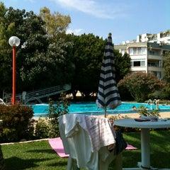 Photo taken at Soli Havuz by Ezgi D. on 8/7/2012