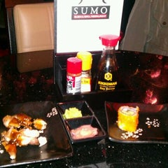 Photo taken at Sumo Sushi & Grill by Pieter V. on 10/23/2011