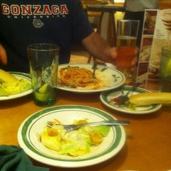 Photo taken at Olive Garden by Mandi H. on 12/30/2011