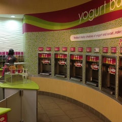 Photo taken at Menchie's by Robin on 8/4/2012
