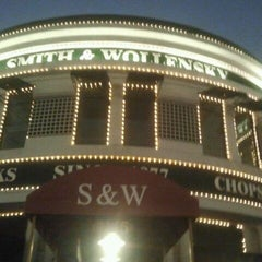 Photo taken at Smith & Wollensky - Columbus by Becky H. on 1/22/2012