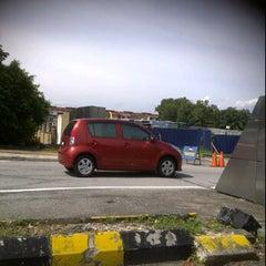 Photo taken at Traffic Light Gate UiTM Seksyen 7 by Syazwan H. on 9/29/2011
