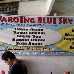 Photo taken at Waroeng Blue Sky by Victor L. on 8/25/2011