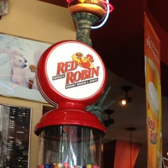 Photo taken at Red Robin Gourmet Burgers by @Big_Buda on 8/25/2012