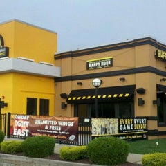 Photo taken at Buffalo Wild Wings by Kevin E. on 8/18/2011