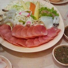 Photo taken at Bar B Q Plaza (บาร์บีคิว พลาซ่า) by D Sign Z. on 12/27/2011