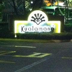 Photo taken at Hotel Kualamana by Carlos R. on 4/22/2012