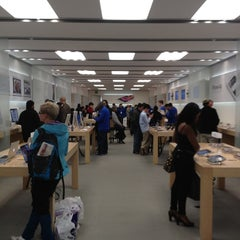 Photo taken at Apple Store, Brent Cross by Khalid on 5/17/2012