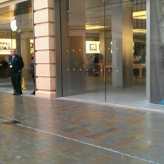 Photo taken at Apple Store, SouthGate by Idoia C. on 4/23/2012