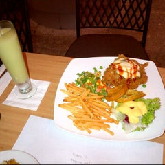 Photo taken at Tamani Kafe Grill by anggyta p. on 8/8/2012