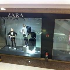 Photo taken at Zara by Ana Cristina Mokdeci®  on 2/21/2012