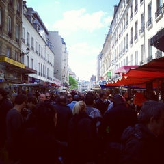 Photo taken at Marché d'Aligre by Tinou d. on 5/13/2012