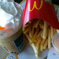 Photo taken at McDonald's & McCafé (แมคโดนัลด์ & แมคคาเฟ่) by AoffiZeR T. on 8/5/2012
