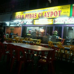 Photo taken at Asam Pedas Claypot by Khairul Azhar R. on 9/15/2011
