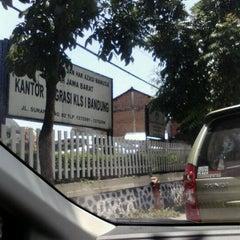 Photo taken at Kantor Imigrasi Kelas I Bandung by Henny n. on 10/13/2011