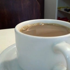 Photo taken at Italiano's Café Expresso by Alisson B. on 8/24/2012