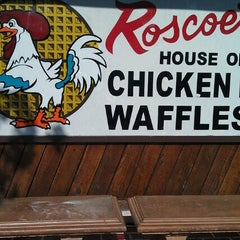 Photo taken at Roscoe's House of Chicken and Waffles by δτεfαn▲Mαlik D. on 7/22/2012