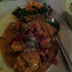 Photo taken at Rama V Fine Thai Restaurant by Joey L. on 7/24/2011