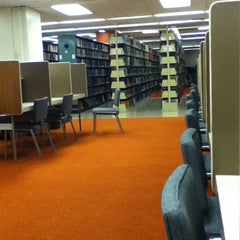 Photo taken at Hamilton Library by Anna A. on 1/23/2011