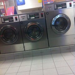 Photo taken at Laundry Queen Superstore by Aisah C. on 12/16/2011