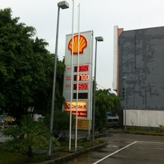 Photo taken at Shell by Hendrik K. on 1/5/2012