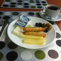 Photo taken at Giresun Oteli by Erdal A. on 8/13/2012