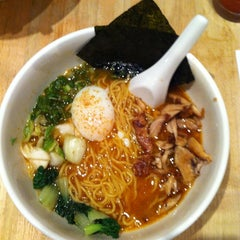 Photo taken at Momofuku Noodle Bar by Bernie C. on 7/1/2012