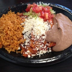 Photo taken at El Taco Tote by Israel V. on 7/9/2012