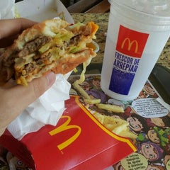 Photo taken at McDonald's by Rodolpho C. on 8/27/2011