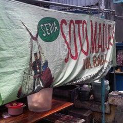 Photo taken at Soto Madura Kak Radji by Puji S. on 1/16/2012