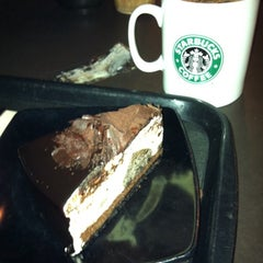 Photo taken at Starbucks by Chen chen O. on 7/9/2012